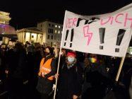 Abtreibungsverbot in Polen: Massenproteste und Streiks für Selbstbestimmung